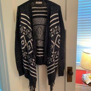 holister grey and white patterned fringe sweater